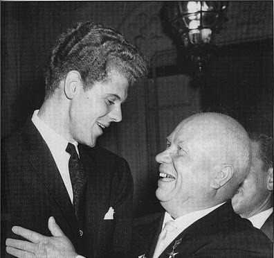 1958-van-cliburn-with-kruschev_58